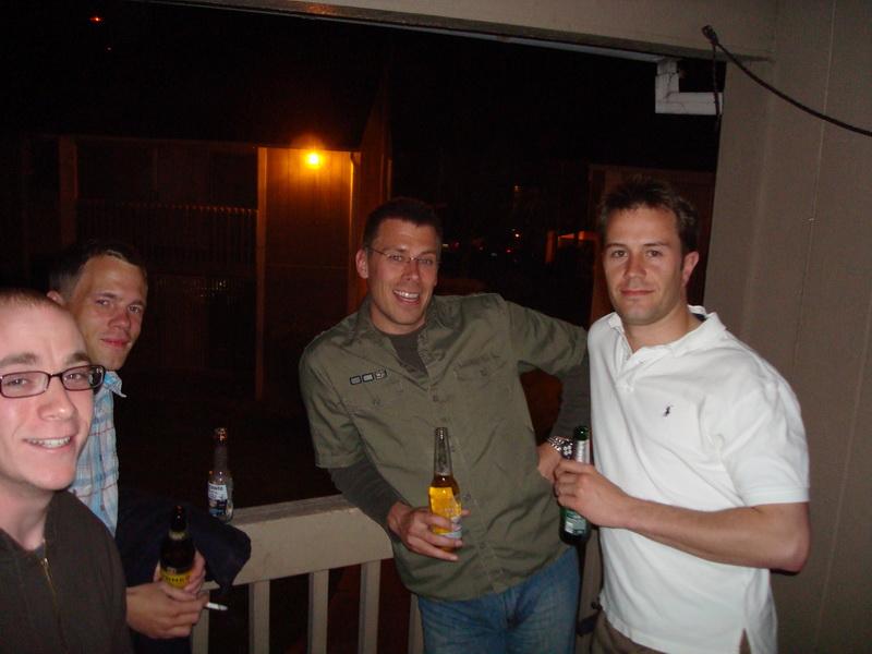 rechts stehen Micha und Andreas, der bald unser neuer Mitbewohner sein wird.